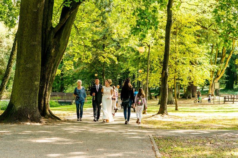 Leute an einem Park lizenzfreies stockbild