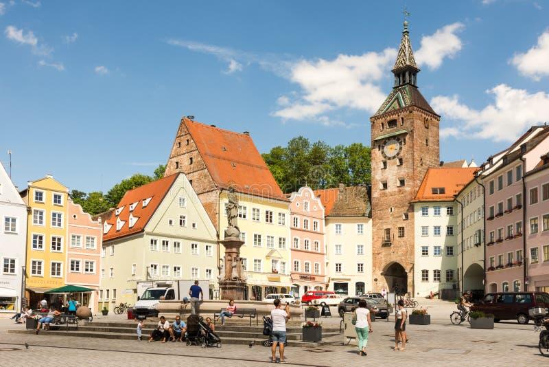 Leute an einem Quadrat in Landsberg am Lech stockfotos