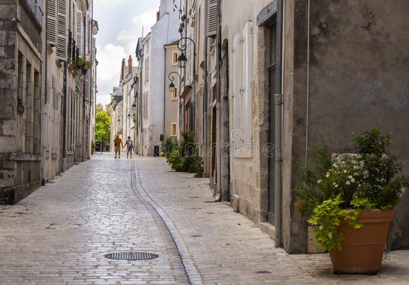 Leute-Gasse in Orleans Frankreich lizenzfreie stockbilder