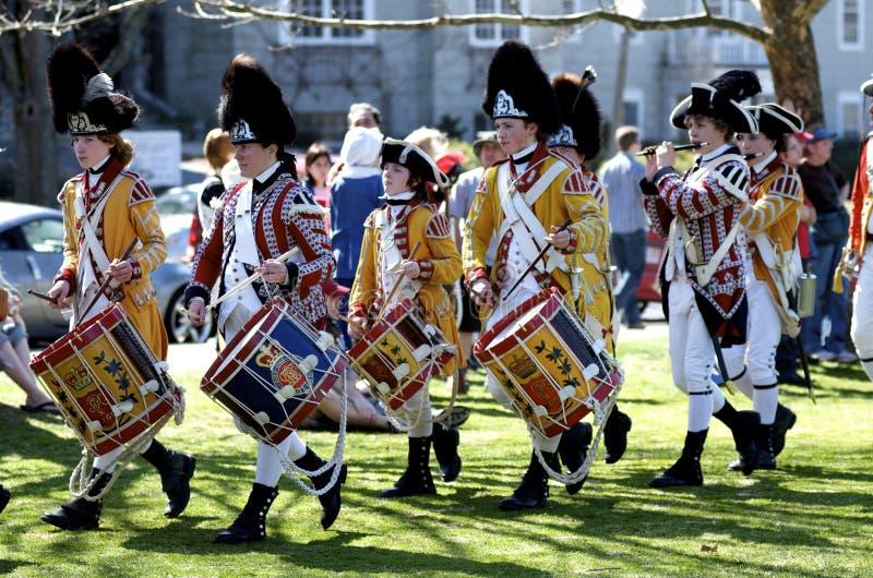Leute gekleidet als britische Musiker lizenzfreie stockfotos
