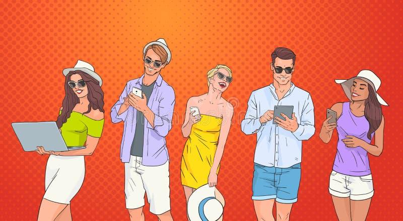 Leute-Gruppen-Gebrauchs-Zellintelligente Telefon-Tablet-Laptop-Computer, die online über Knall Art Colorful Retro Background plau lizenzfreie abbildung