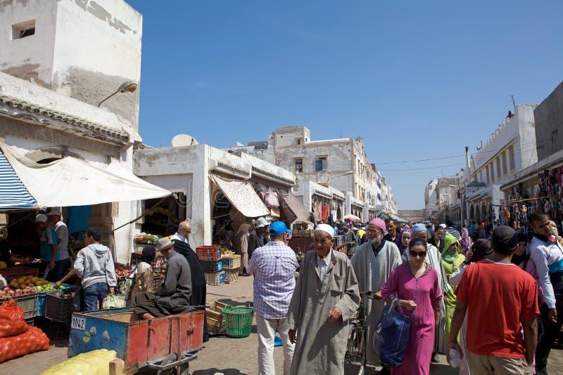 Leute im essaouira Marokko lizenzfreies stockfoto