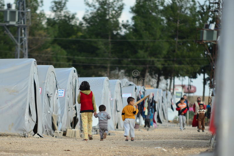 Leute im Flüchtlingslager lizenzfreie stockfotos