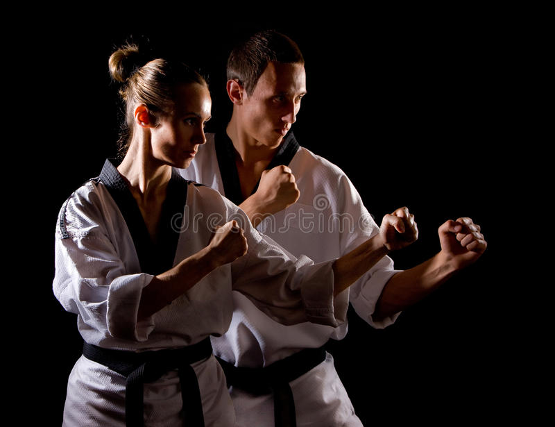Leute im Kimono bilden Kampfkünste Übung stockfoto