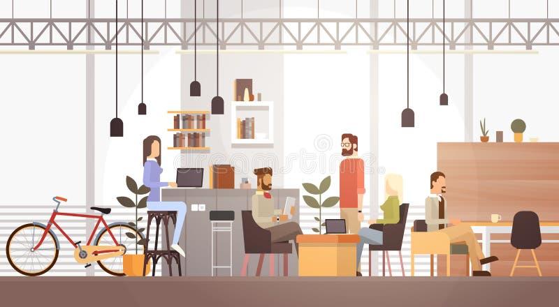 Leute im kreativen Büro, das Mitteluniversitätsgelände-modernen Arbeitsplatz-Innenraum Mit-arbeitet lizenzfreie abbildung