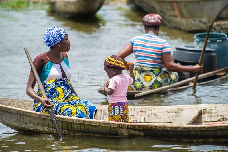 Leute im PORTO-NOVO, BENIN stockfotografie