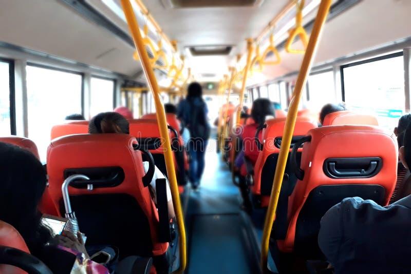 Leute innerhalb des allgemeinen Busses stockfotos