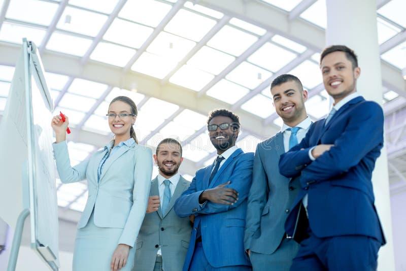 Leute mit Vorstand lizenzfreie stockbilder
