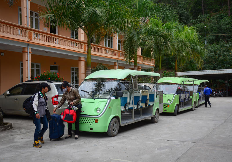 Leute nehmen die Eautos, um die Stadt in Dalat, Vietnam umherzugehen stockfotografie