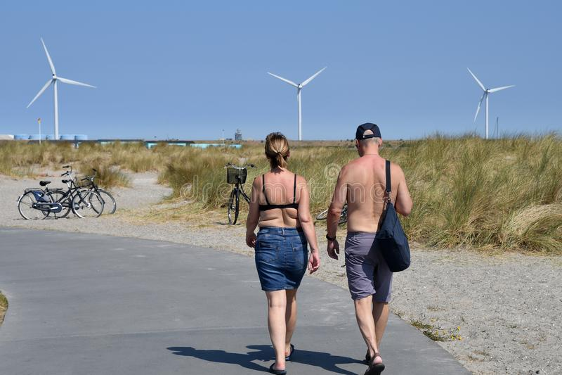 Leute nehmen Sonnenbad in der SommerHitzewelle in Dänemark lizenzfreie stockfotografie