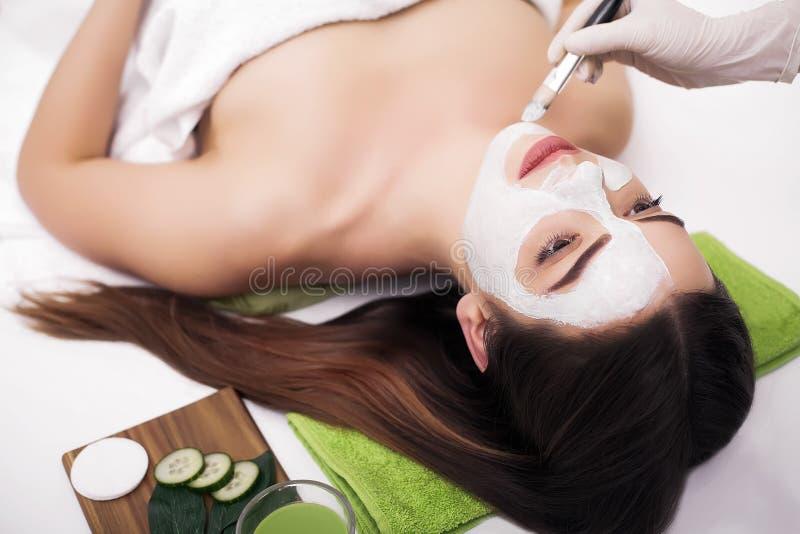 Leute-, Schönheits-, Badekurort-, Cosmetology- und skincarekonzept - nahes hohes lizenzfreie stockfotografie