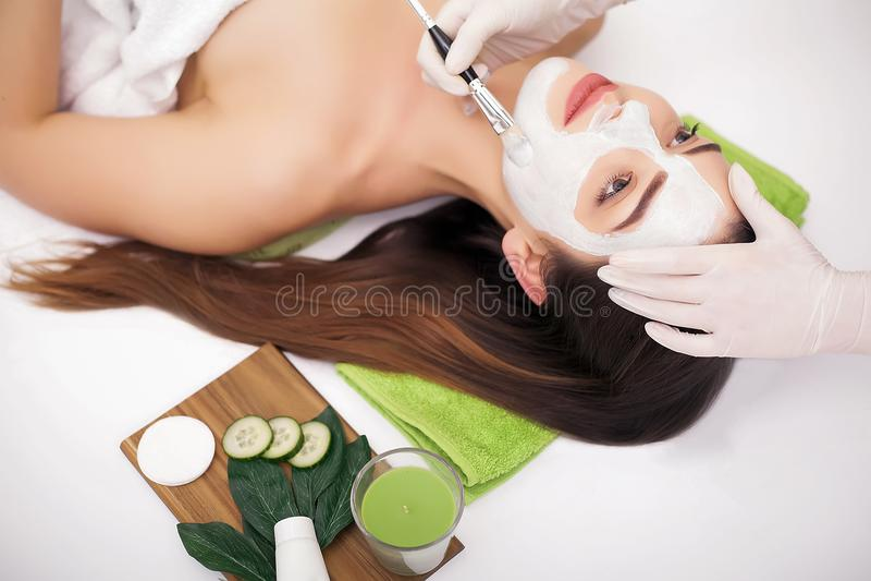 Leute-, Schönheits-, Badekurort-, Cosmetology- und skincarekonzept - nahes hohes stockfotografie