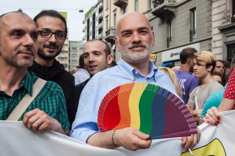 Leute an Schwulenparade 2013 in Mailand, Italien lizenzfreies stockbild