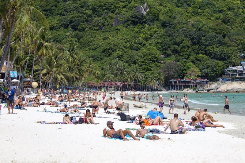 Leute stehen auf der Insel von Koh Phangan in Thailand still lizenzfreies stockbild