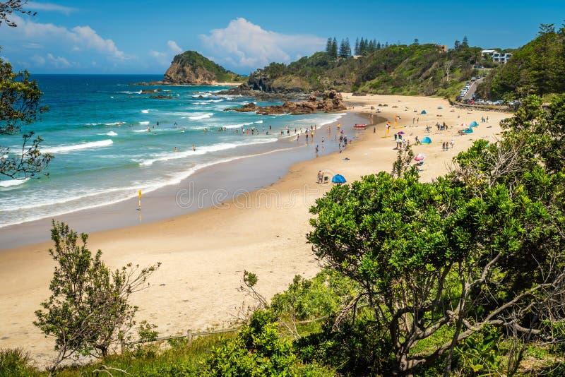 Leute am Strand in Flynns setzen im Hafen Macquarie, Australien auf den Strand lizenzfreies stockbild