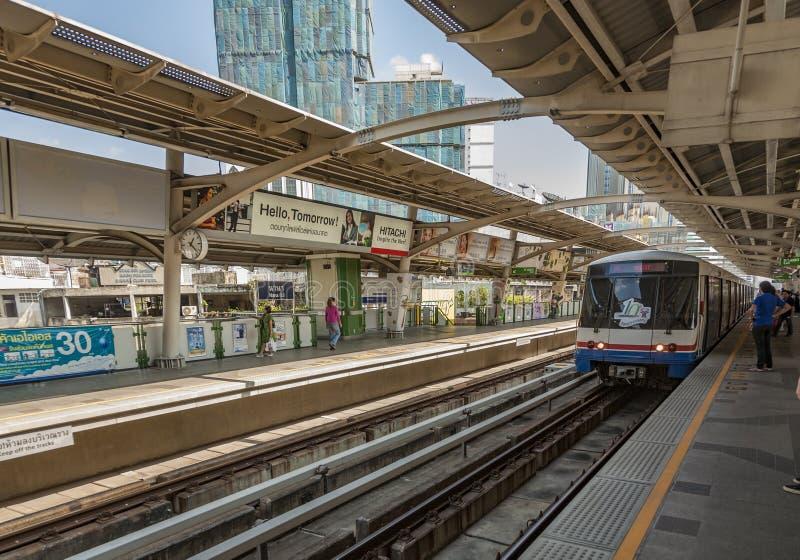 Leute am U-Bahnhof Nana lizenzfreie stockfotos