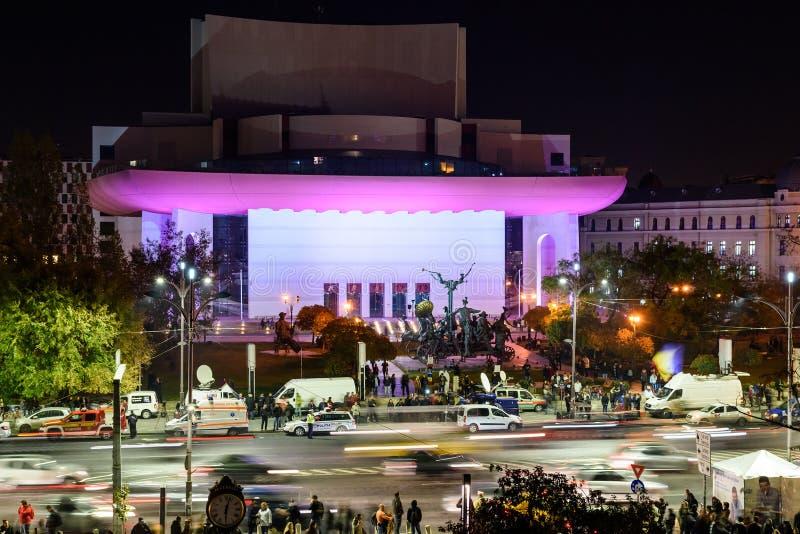 Leute-Versammlung im Hochschulquadrat und nationales Theater am zweiten Tag des Protestes gegen Korruption und Regierung stockfotos