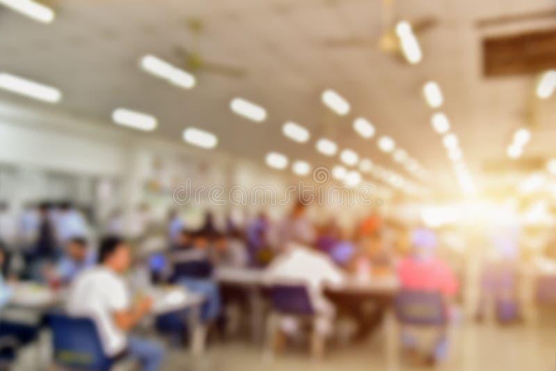 Leute verwischten Seminarraum für Beschaffenheitshintergrund lizenzfreie stockbilder