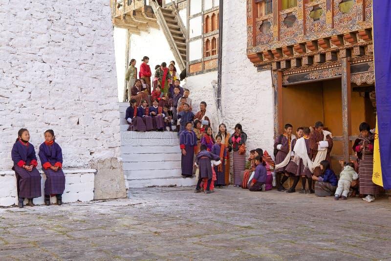 Leute von Bhutan beim Trongsa Dzong, Trongsa, Bhutan lizenzfreie stockbilder