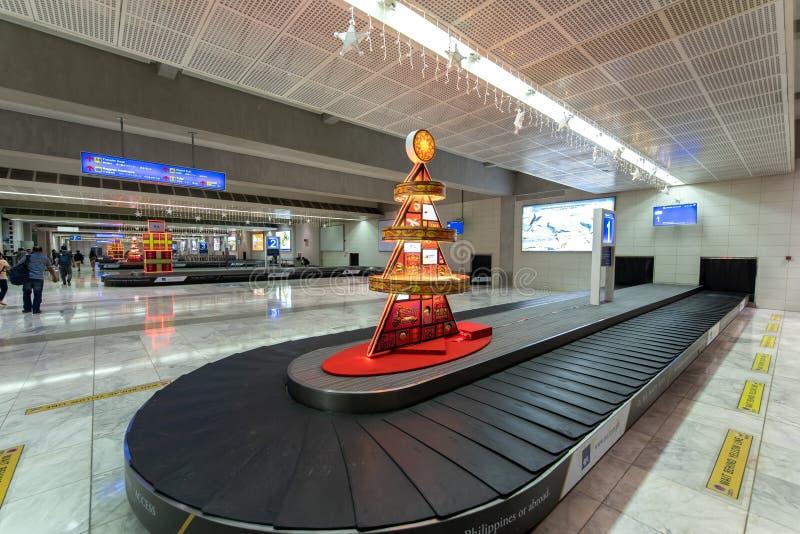 Leute-Wartegepäck auf dem Flughafenabfertigungsgebäude NAIA 2, Metro Manila, Philippinen, am 23. November 2018 stockfotografie