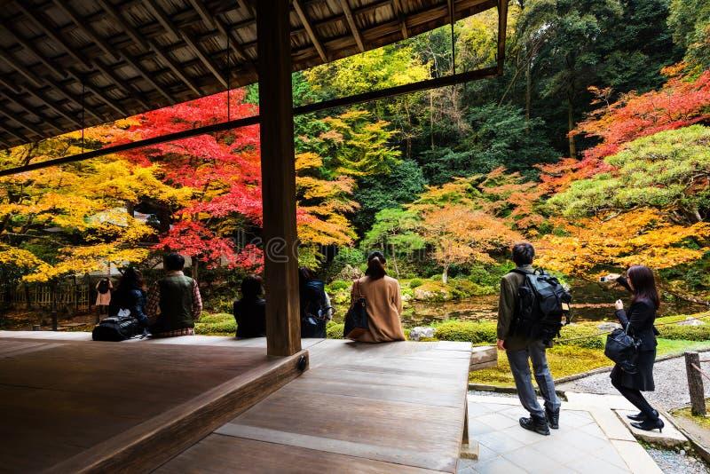 Leutebesuchsgarten bei Nanzen-ji lizenzfreie stockfotografie