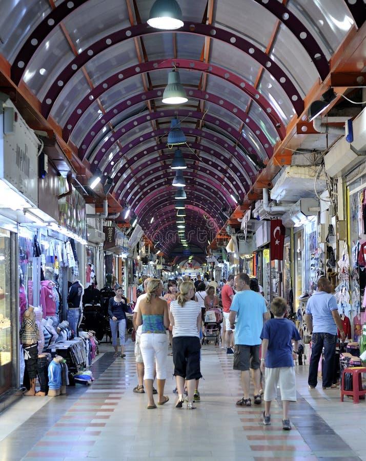 Leuteeinkaufen im großartigen Basar, marmaris lizenzfreies stockfoto