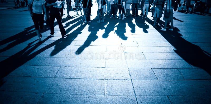 Leuteschatten auf einem Boden lizenzfreies stockfoto