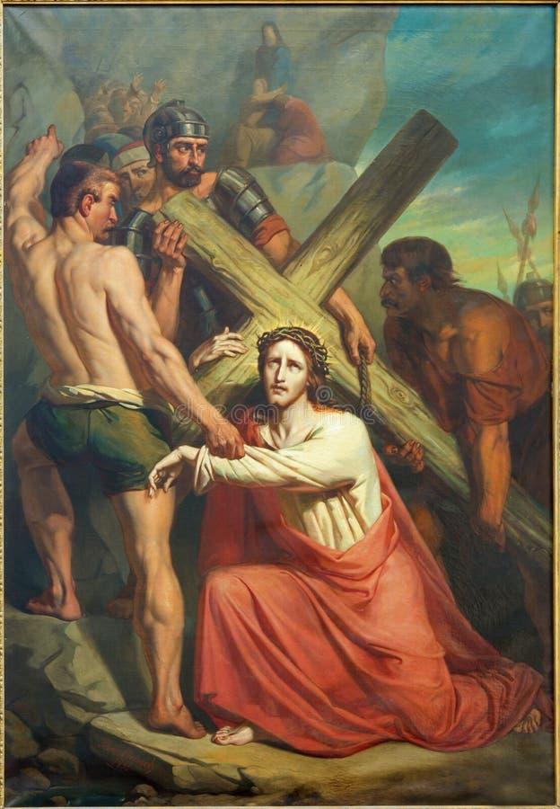 Leuven - Jesus onder kruis. St. Michael van de verfvorm kerk (Michelskerk) van jaar 1855 door Xavier Everaert. royalty-vrije stock fotografie