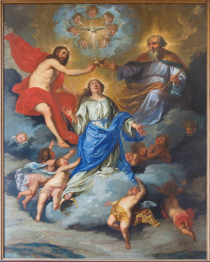 Leuven - målarfärg av kröning av jungfruliga Mary arkivfoton