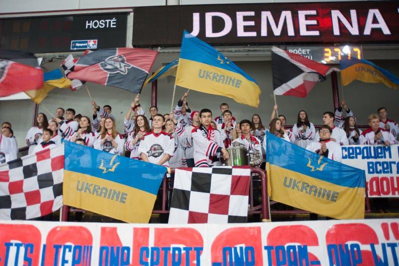 Lev Prague contra Donbass Donetsk foto de archivo