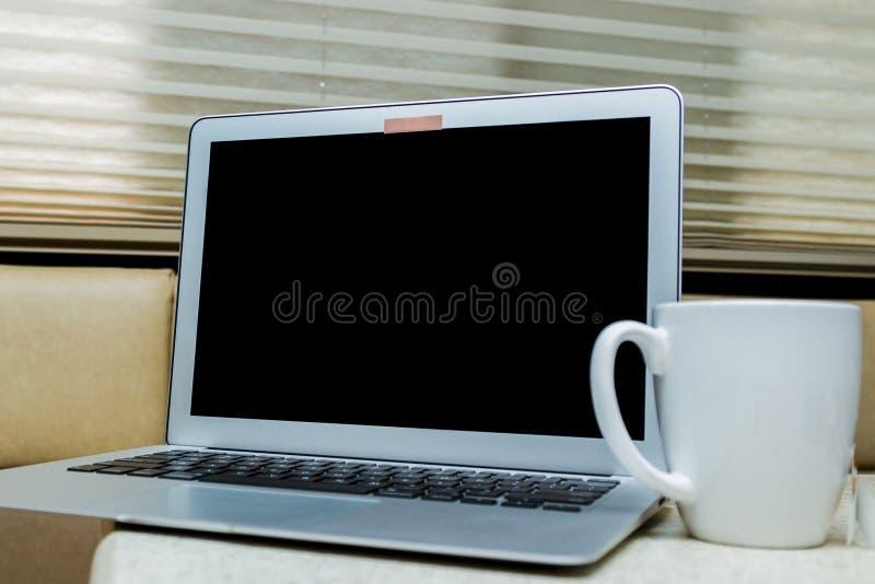 Leva del web en un ordenador fotografía de archivo