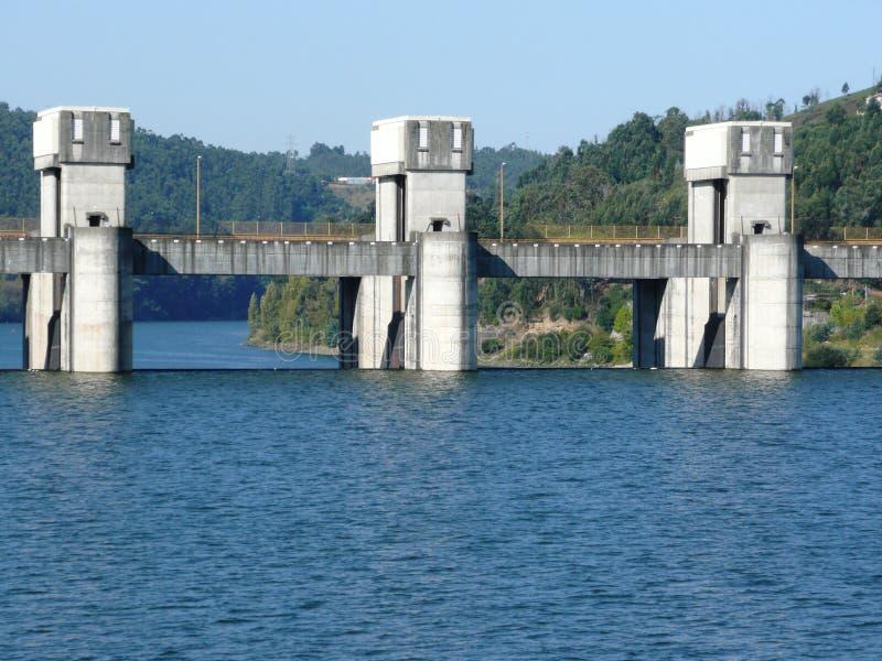 Leva della diga di douro del fiume immagine stock
