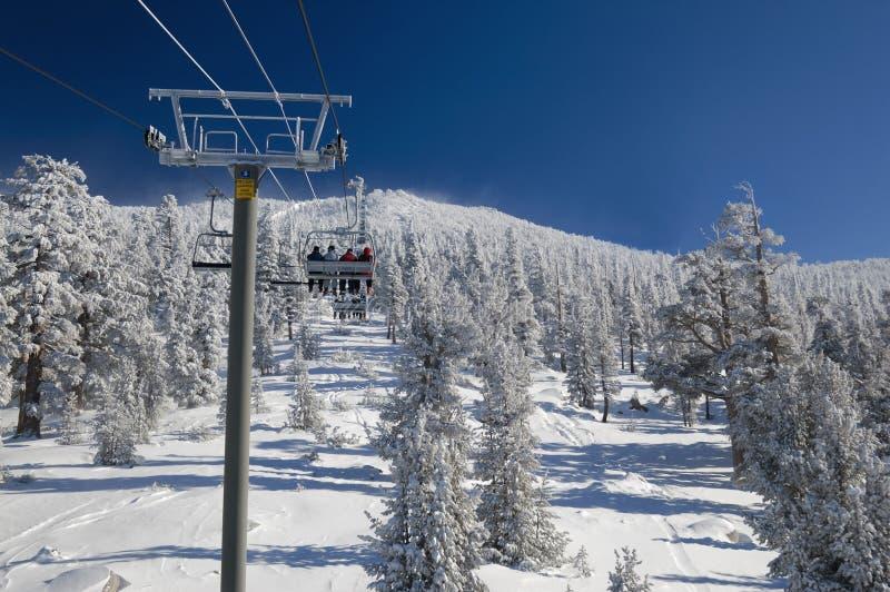 Levage de ski à la station de sports d'hiver de Lake Tahoe photo libre de droits