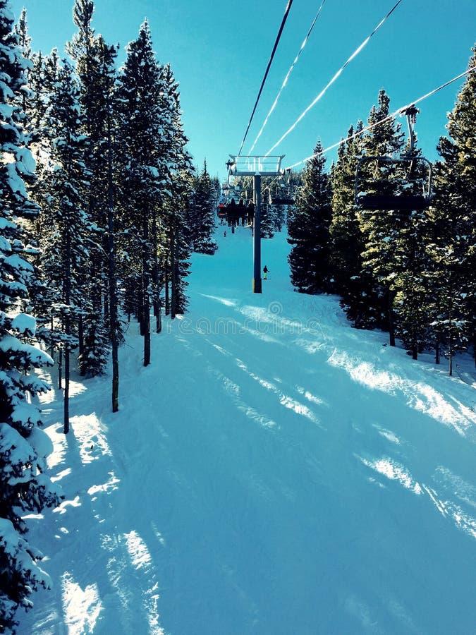 Levage de ski images stock