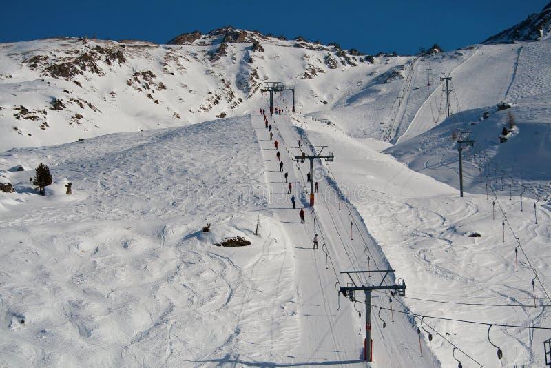Levage de ski dans les Alpes images stock