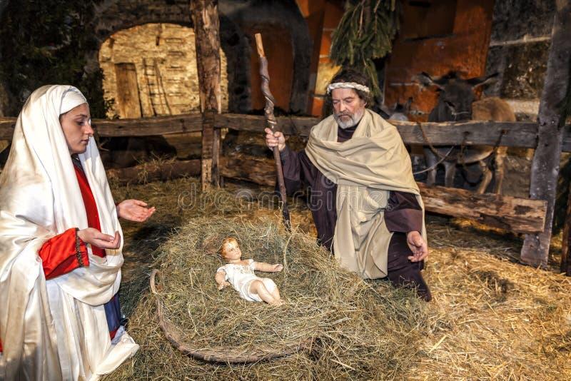 Levande julkrubba som spelas av lokala invånare Reenactment av Jesus liv med forntida hantverk och egenar av forntiden royaltyfri bild