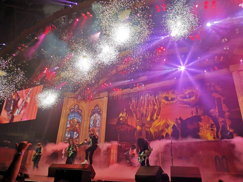 Levande show för Iron Maiden fyrverkerier arkivfoto