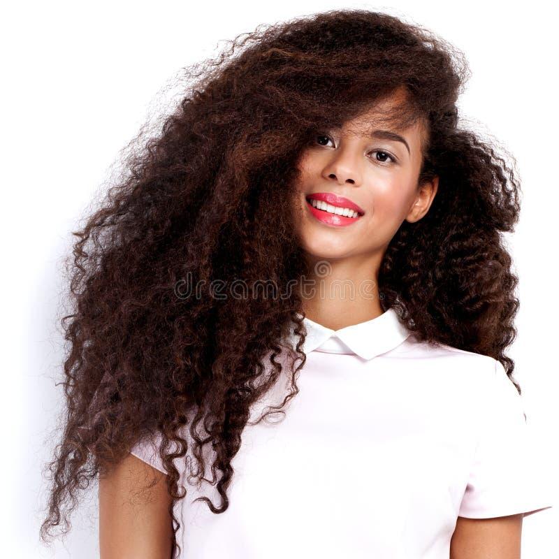 Levantamento bonito da mulher do americano africano imagens de stock royalty free