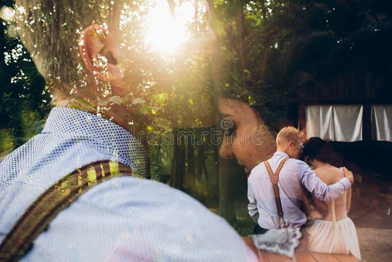 Download Levantamento Bonito Dos Pares Do Casamento Foto de Stock - Imagem de vestido, elegance: 65577048