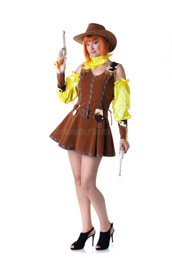 Levantamento consideravelmente ruivo da mulher vestido como o vaqueiro imagens de stock