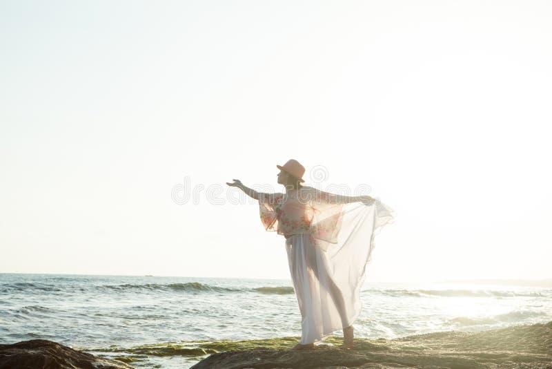 Levantamento da mulher nova fotografia de stock royalty free