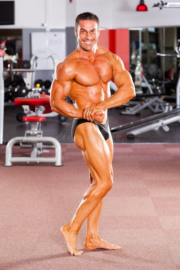 Levantamento do Bodybuilder foto de stock