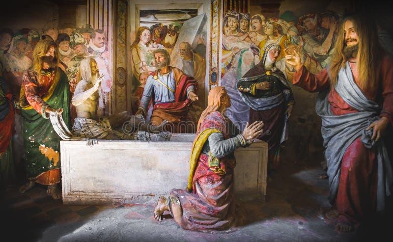 Levantamento do presepe bíblico da representação da cena de Lazarus imagem de stock