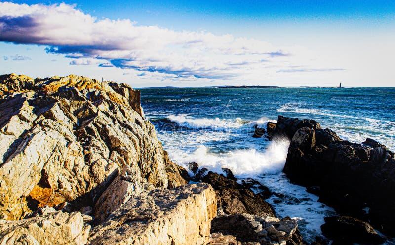 Levantamento do Sol na Costa do Maine foto de stock royalty free