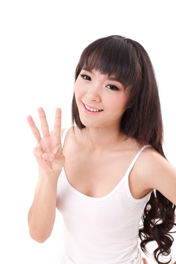 Levantamento feliz, sorrindo da mulher, apontando seu dedo três acima, sem polegar fotografia de stock