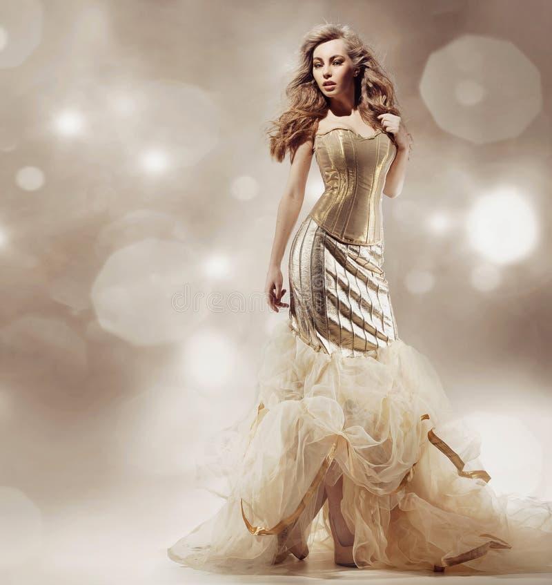 Levantamento louro 'sexy' da beleza imagens de stock royalty free