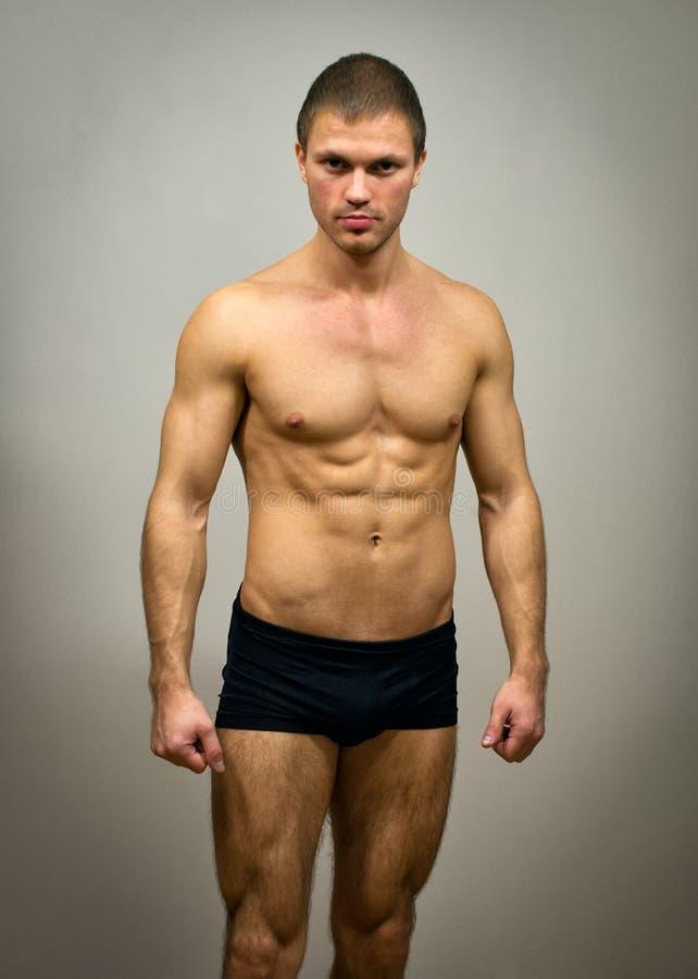 Levantamento modelo masculino muscular imagem de stock