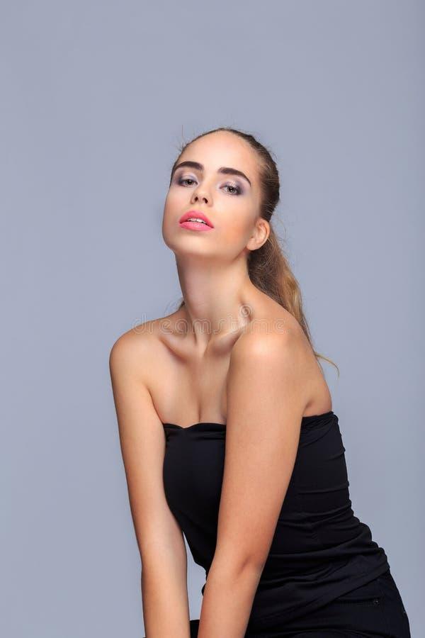 Levantamento modelo novo no estúdio, conceito da beleza, cosméticos imagem de stock royalty free