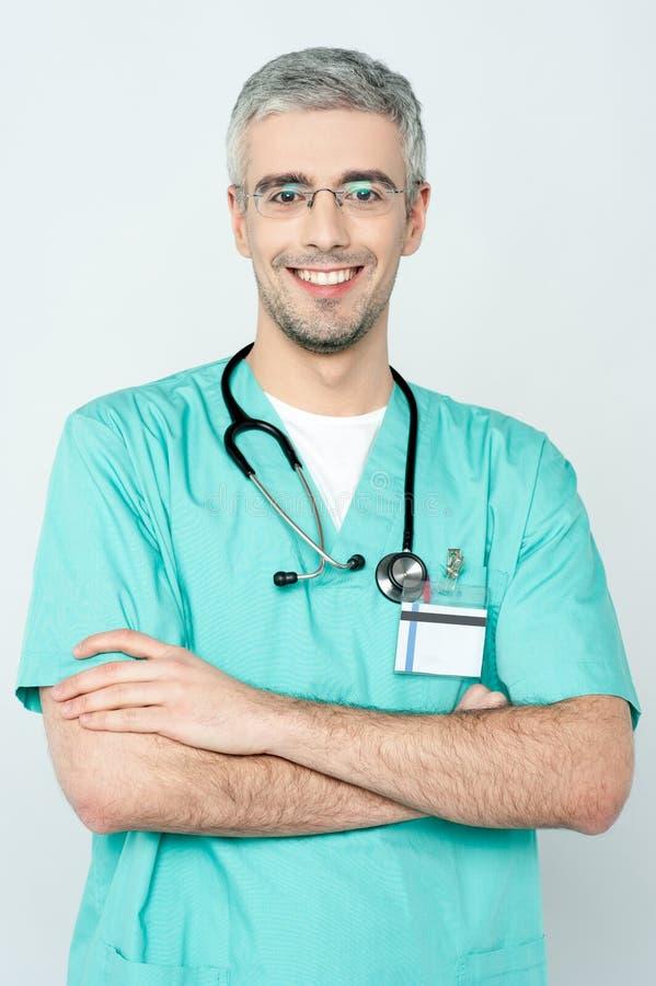 Levantamento novo de sorriso seguro do doutor imagem de stock