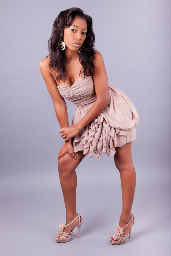 Levantamento 'sexy' da mulher do americano africano foto de stock royalty free